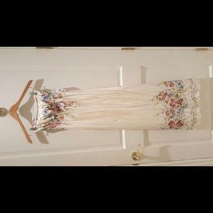 Forever 21 Dresses - Forever 21 Boho Floral Maxi Dress